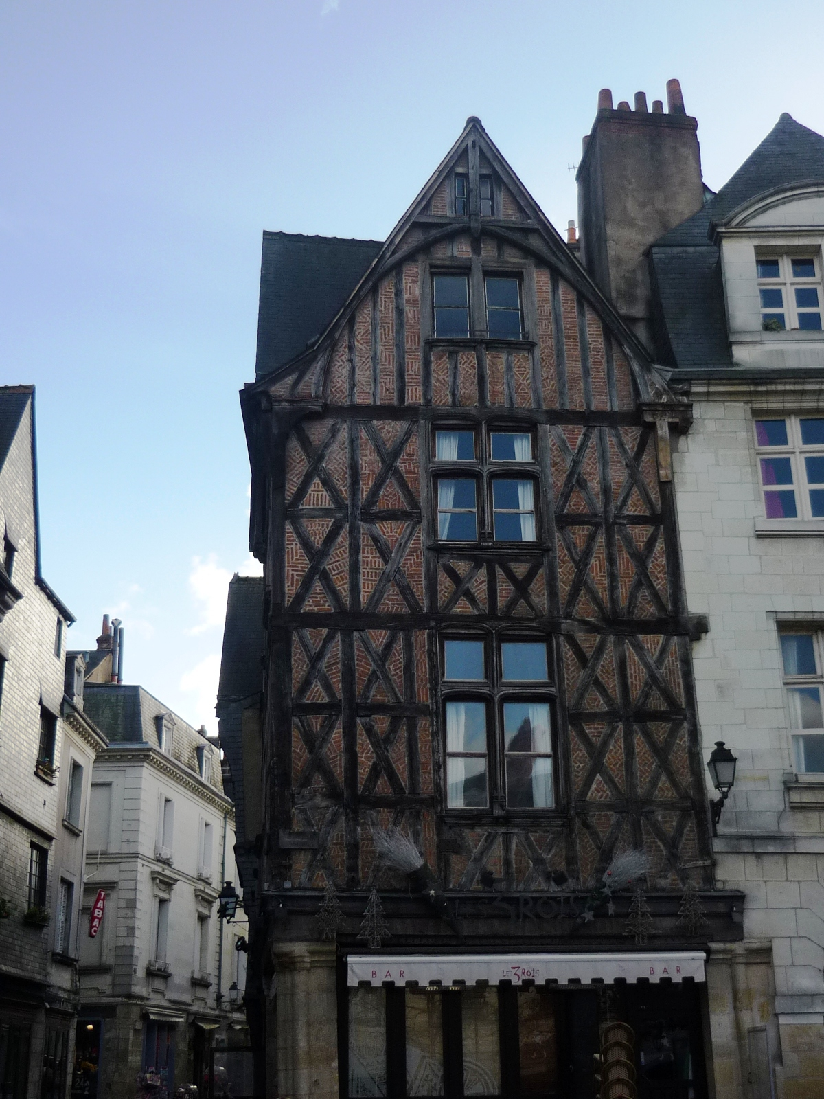 Sortie tours le vieux tours ecole de la vall e for Tour a bois maison